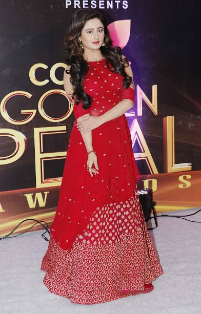 Rashmi Desai looked beautiful in red gown. The lady is playing the main lead in Dil Se Dil Tak.