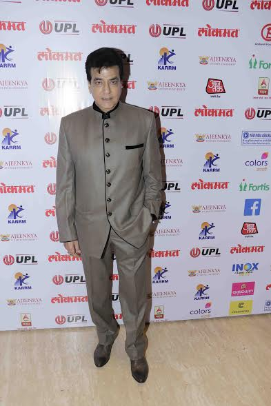 Veteran actor Jeetendra made a stylish entry at the red carpet.