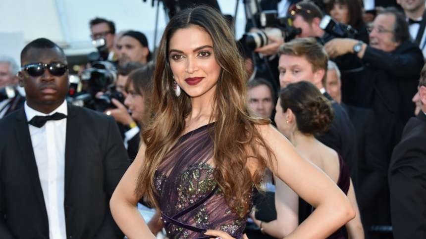 The dimpled beauty walked the red carpet on the first day in Marchesa Notte off-shoulder maroon gown. She stunned everyone with her killer looks. She paired her dress with Jimmy Choo and jewellery.