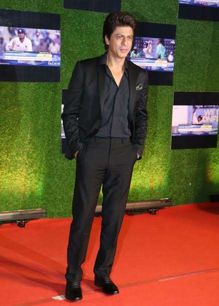 Superstar Shah Rukh Khan was also spotted at the event. In black, tuxedo, the actor was looking handsome. He will be seen doing a cameo in Salman Khan's Tubelight.