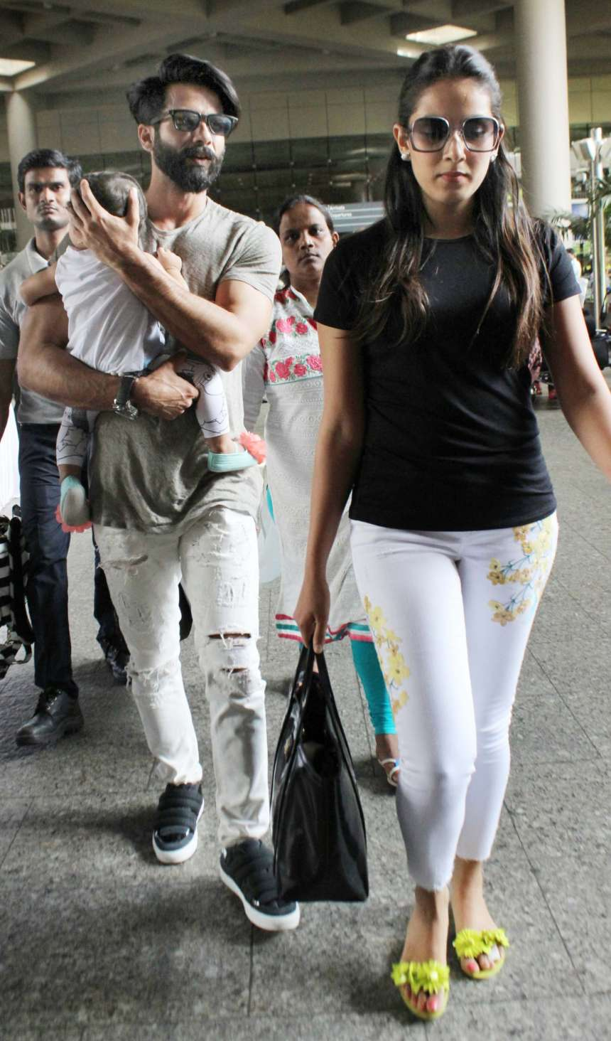 Mira Rajput was seen in casual attire with black basic tee and white denim. Her neon-green flipflop gave a quirkly look to the entire outfit. Her superstar husband, Shahid Kapoor was also carrying a casual look where he wore grey t-shirt and distressed denims along with sneakers.