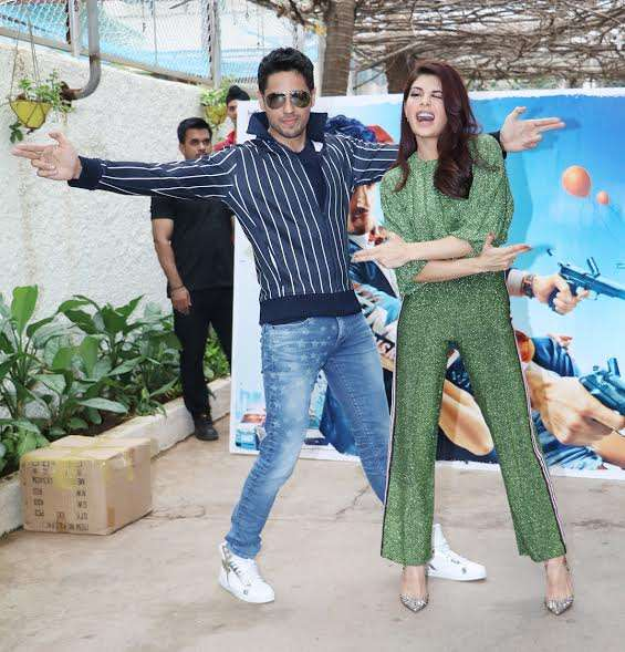 Sidharth and Jacqueline were seen having lots of fun at the promotional event.