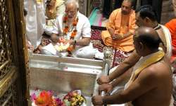 PM Modi offers lotus flowers, milk at Kashi Vishwanath