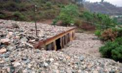 60 tourist vehicles stranded due to cloudburst in North