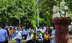 War over Savarkar bust at Delhi university