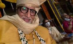 Amitabh Bachchan clicks secret selfie featuring Shweta, Jaya Bachchan: Family at work