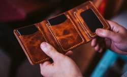 Vastu Tips: Do not keep these things in your wallet for prosperity