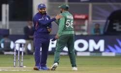 Indias captain Virat Kohli, left, and Pakistans captain